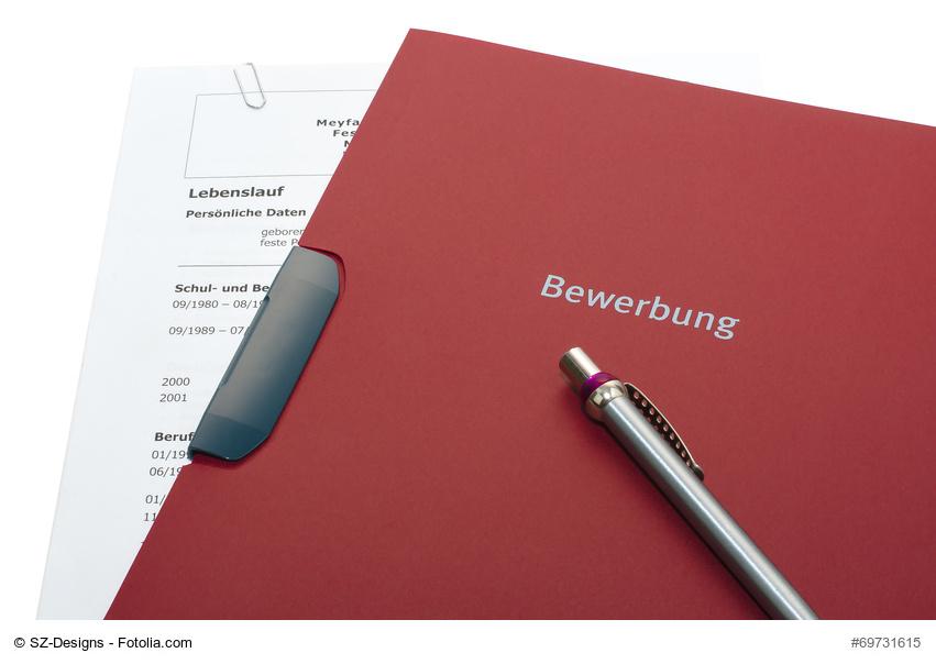 Klassische Bewerbermappe mit Stift