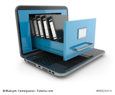 Daten Aufbewahrung: Laptop mit Akten